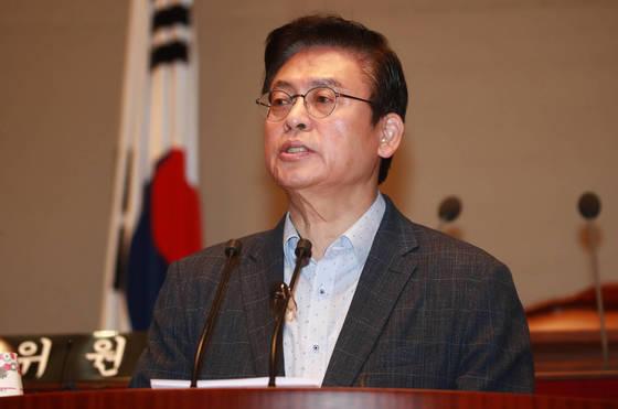 자유한국당 정우택 원내대표가 22일 오전 국회 예결위회의장에서 열린 의원총회에 참석해 발언하고 있다. [연합뉴스]