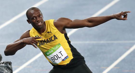 18일 오후 (현지시간) 브라질 리우데자네이루 마라카낭 올림픽 주경기장에서 열린 육상 남자 200m 결승 경기에서 19초 78의 기록으로 우승한 자메이카 우사인 볼트가 세레머니를 펼치고 있다. [올림픽사진공동취재단]