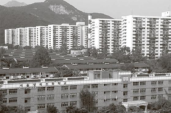 다음달부터 재건축을 위해 철거에 들어가는 서울 노원구 상계주공아파트 8단지 전경. [중앙포토]