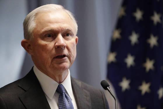 제프 세션스 법무장관은 13일 청문회 증인으로 나선다. 그가 어떤 증언을 할지 귀추가 주목된다. [AP=연합뉴스]