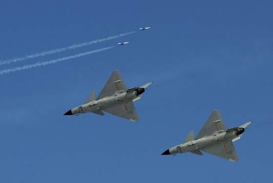 중국의 J(젠)-10 전투기. [ 베이징 AP=연합뉴스 ]