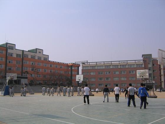 대구 수성구의 경신고등학교 전경 [중앙포토]