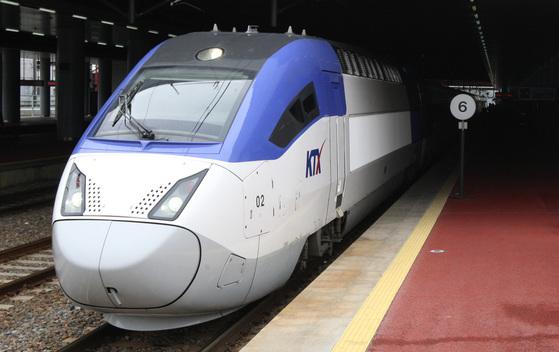 KTX- 산천은 국산기술로 만들어진 첫 고속열차다.[중앙포토]