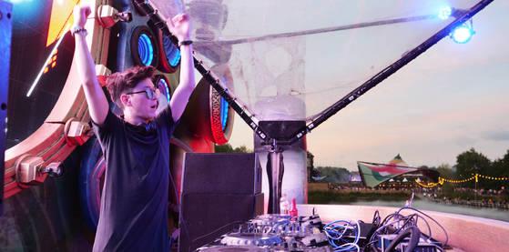 21일 벨기에에서 시작한 투모로우랜드 무대에 선 한국계 캐나다인 DJ 저스틴 오. [사진 유씨매니지먼트]