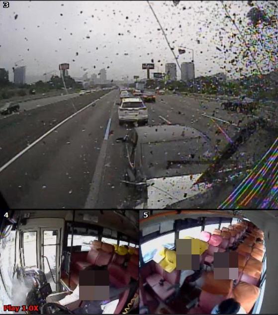 서울 서초경찰서는 졸음운전으로 2명의 사망사고를 낸 광역버스 운전기사 김모(51)씨에 대해 교통사고특례법 위반(치사·치상) 혐의로 구속영장을 신청할 방침이라고 10일 밝혔다. 사진은 버스 블랙박스에 찍힌 졸음운전 모습. [서초경찰서 제공=연합뉴스]