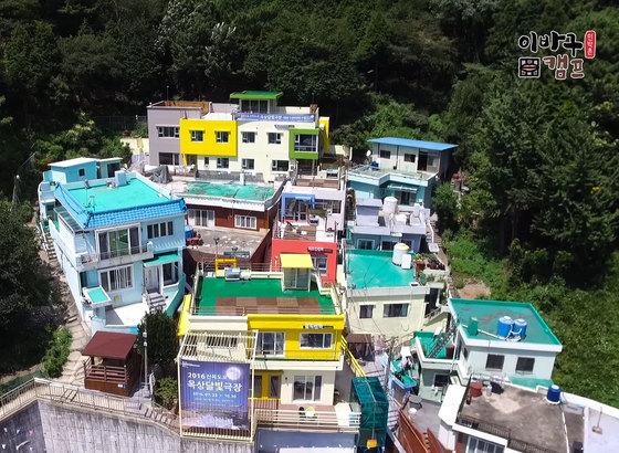 알록달록 아름다운 모습의 도시민박촌 이바구캠프. [사진 부산동구]
