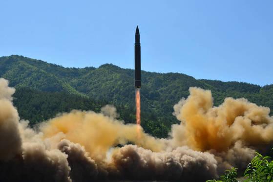지난 4일 발사된 북한의 대륙간탄도미사일(ICBM)급 '화성-14형'. [연합뉴스]