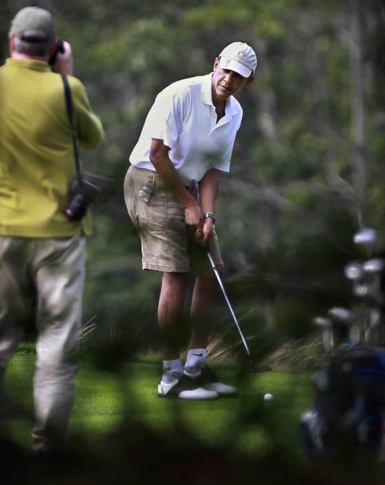 2011년 미 매사추세츠에서 골프를 즐긴 오바마 전 미국 대통령.[AP=연합뉴스]