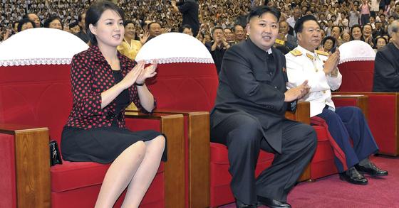 리설주(왼쪽), 김정은 부부 자료사진 [조선중앙통신=연합뉴스]