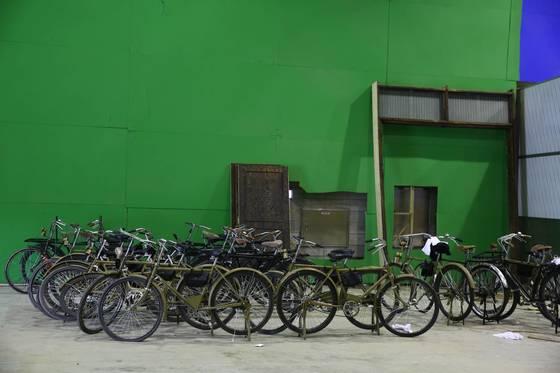J2스튜디오에 있는 구식 자전거.영화 '자전차왕: 엄복동'에 쓰일 소품이다. 프리랜서 오종찬
