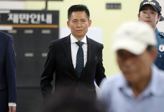 황성수 전 삼성전자 전무가 31일자신의피고인 신문이예정된 자신의 재판에 출석하고 있다.[연합뉴스]