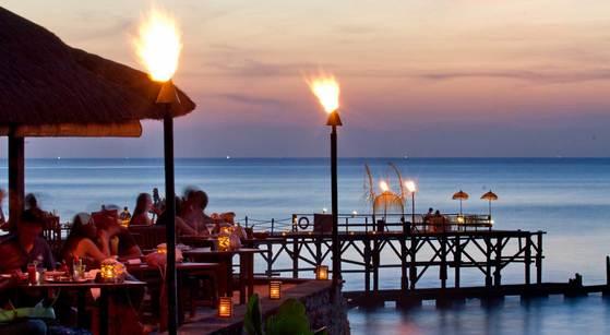 아야나의 씨푸드 레스토랑 '키식'. 로맨틱한 분위기와 맛있는 음식이 기다린다.[사진 아야나 홈페이지]