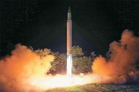북한이 전날 2차 시험 발사한 대륙간탄도미사일(ICBM)급 화성-14형 미사일. [연합뉴스]