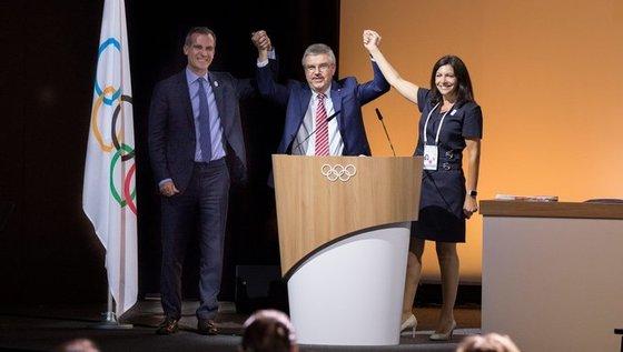 2024년 하계 올림픽은 파리에서, 2028년 대회는 LA에서 각각 열린다. 지난달 14일 두 도시는 IOC의 중재로 2024년과 2028년 대회 개최권을 나눠 갖고, 대회 순번은 추후 결정키로 합의한 바 있다. [사진 IOC 트위터]