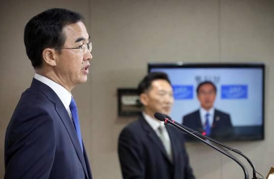 조명균 통일부 장관은 지난달 17일 기자회견을 열고 남북 군사당국회담과 이산가족 상봉을 위한 적십자회담을 개최하자고 제안했다. <연합뉴스>
