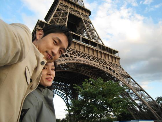이미 여러 번 질리게 본 에펠탑이었지만 아내와 함께 스쿠터 타고 찾은 에펠탑은 전엔 느끼지 못했던 새로움을 선사했다.