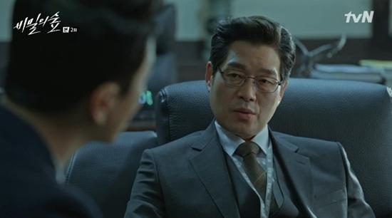 드라마 '비밀의 숲'에서 차장검사로 시작해 청와대 수석비서관에 올라 재벌개혁을 계획하는 이창준 역할을 맡아 열연한 배우 유재명. [사진 tVN]