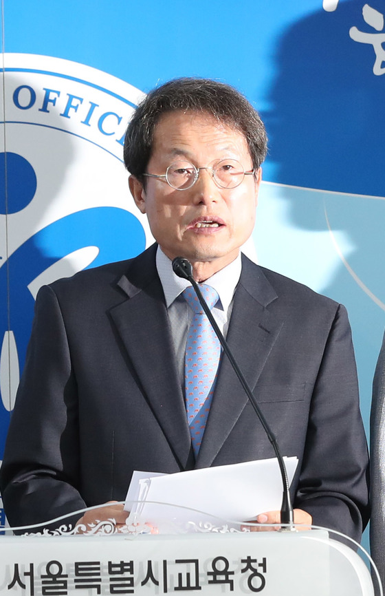 조희연 서울교육감은 2일 학교비정규직 처우개선 정책을 발표했다. 김춘식 기자