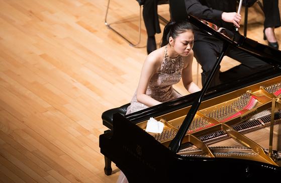 10세에 게르기예프에게 발탁되고, 대형 국제 무대에서 먼저 데뷔한 피아니스트 임주희. 1일엔 평창대관령음악제에서 쇼팽을 연주했다. [사진 평창대관령음악제]