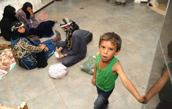최근 락까에서 탈출한 시리아 난민들. [신화=연합뉴스]