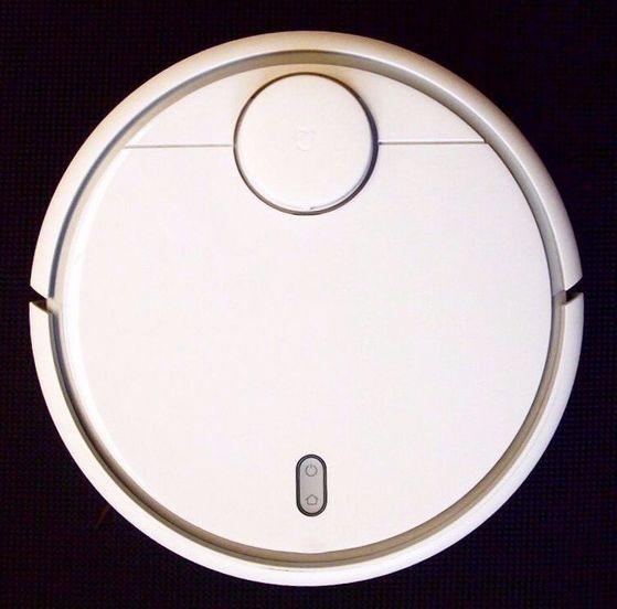 중국 가전 답지 않게 간결한 디자인의 샤오미 미 로봇.