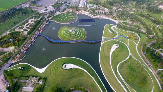 8월 31일까지 매일 '한여름 밤의 물빛축제'가 열리는 순천만국가정원 전경. 프리랜서 장정필