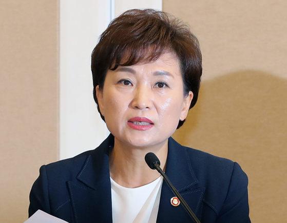 김현미 국토교통부 장관이 2일 오전 국회에서 열린 주택시장 안정화 방안 당정협의에서 발언하고 있다. [연합뉴스]