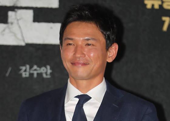 1일 '1억 관객 배우'에 등극한 배우 황정민. 1998년 '쉬리' 이후 33편 영화에 누적된 관객이 '군함도'로1억명을 넘어섰다. [연합뉴스]