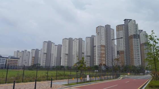 금강 조망권으로 아파트 가격이 상승하고 있는 세종시청 주변아파트 단지. [중앙포토]