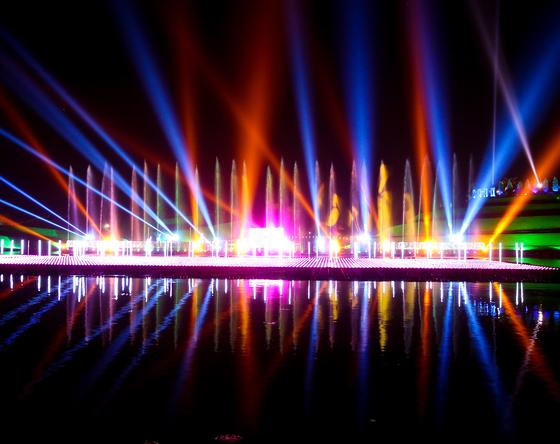 순천만국가정원에서 8월 31일까지 열리는 '한여름 밤의 물빛축제' 전경. 프리랜서 장정필