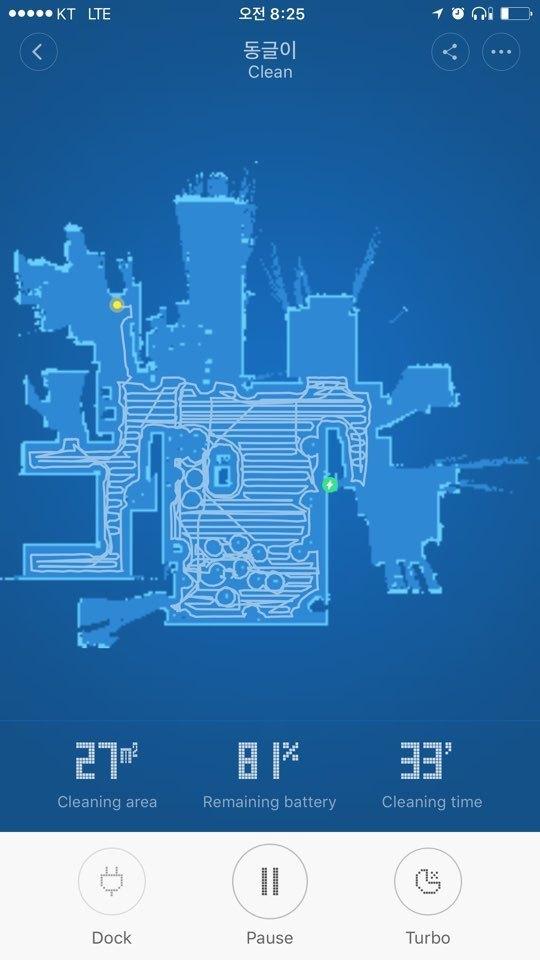스마트폰 앱을 통해 청소 공간의 지도를 그린 후 청소 상태를 한 눈에 보여준다. 청소한 부분과 하지 않은 부분이 표시된다. 노란점이 청소기의 현재 위치, 녹색이 충전 도크다. 청소를 마치면 충전 도크로 돌아간다.