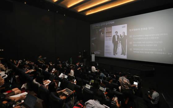 서정 CJ CGV 대표이사가 18일 오전 서울 용산구 CGV 용산아이파크몰점에서 열린 2017 중반기 CGV 영화산업 미디어포럼에서 발표하고 있다. [연합뉴스]