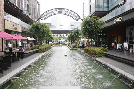 운하 주변에 쇼핑 명소와 맛집이 즐비한 송도 커넬워크.[사진 한국관광공사]