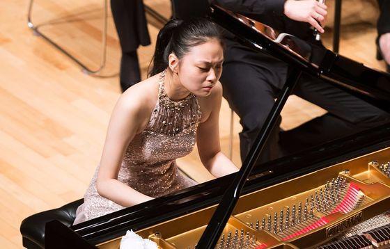 10세에 게르기예프에게 발탁되고, 대형 국제 무대에서 먼저 데뷔한 피아니스트 임주희. 1일엔 평창대관령음악제에서 쇼팽을 연주했다.[사진 평창대관령음악제]