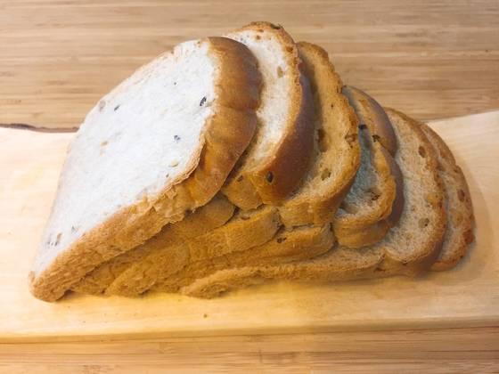 한번에 많은 양을 사게 꼭 남는 식빵. 보관만 잘 하면 언제든 갓 사왔을 때처럼 먹을 수 있다.
