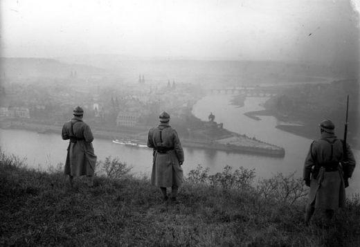 1929년 1월 라인란트의 코블렌츠에 주둔한 프랑스군이 라인 강 일대를 감시하고 있다. [사진 wikipedia]