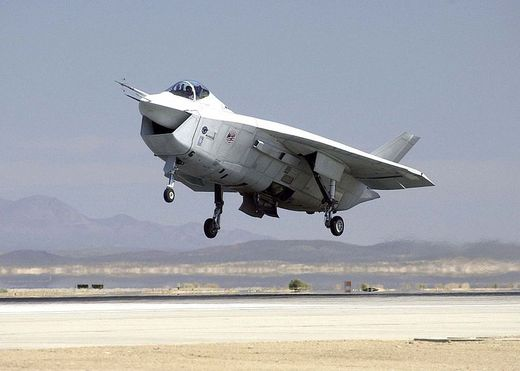 JSF 사업에서 X-35(현 F-35)에 패한 X-32. 지금은 박물관에서나 모습을 볼 수 있다. [사진 wikipedia]