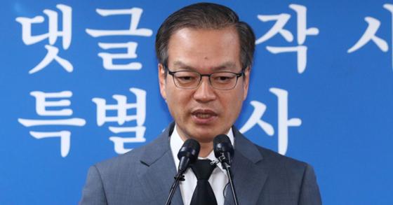 드루킹의 인터넷상 불법 댓글조작 사건 관련 의혹을 수사하고 있는 허익범 특별검사. 장진영 기자