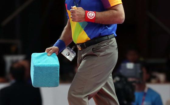 [김성룡의 자카르타 사진관]레슬링 경기장 파란 상자의 정체