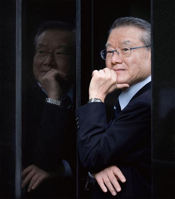 라종일 전 청와대 국가안보보좌관은 지구를 살릴 유일한 희망이 북한일 수도 있다고 강조한다.