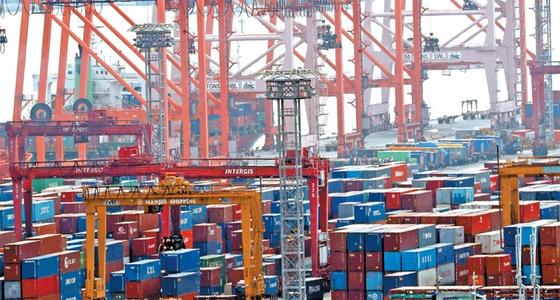 수출이 한국 경제를 떠받치고 있지만 나머지 경제지표는 악화일로다.