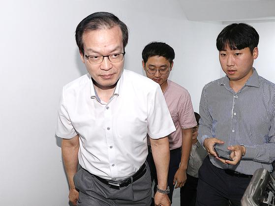 """드루킹 특검, 수사기간 연장 첫 포기 """"권력자들 압력에 굴복"""" 야권 반발"""