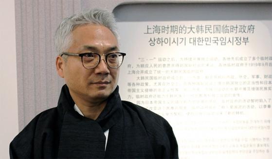 지난 1월 상하이 대한민국 임시정부 청사를 참관하는 박선원 당시 상하이 총영사. / 사진:연합뉴스