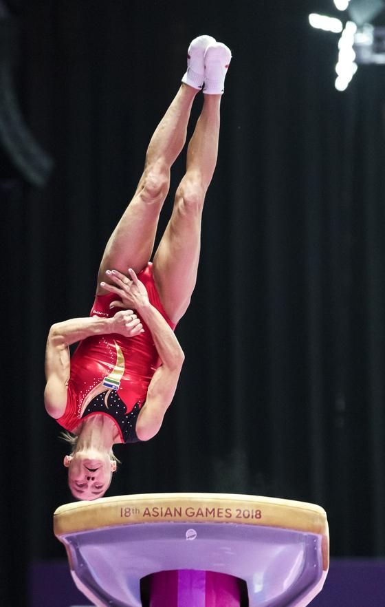 은메달 43살 체조선수…요정은 아니지만 그 이상 아름다웠다