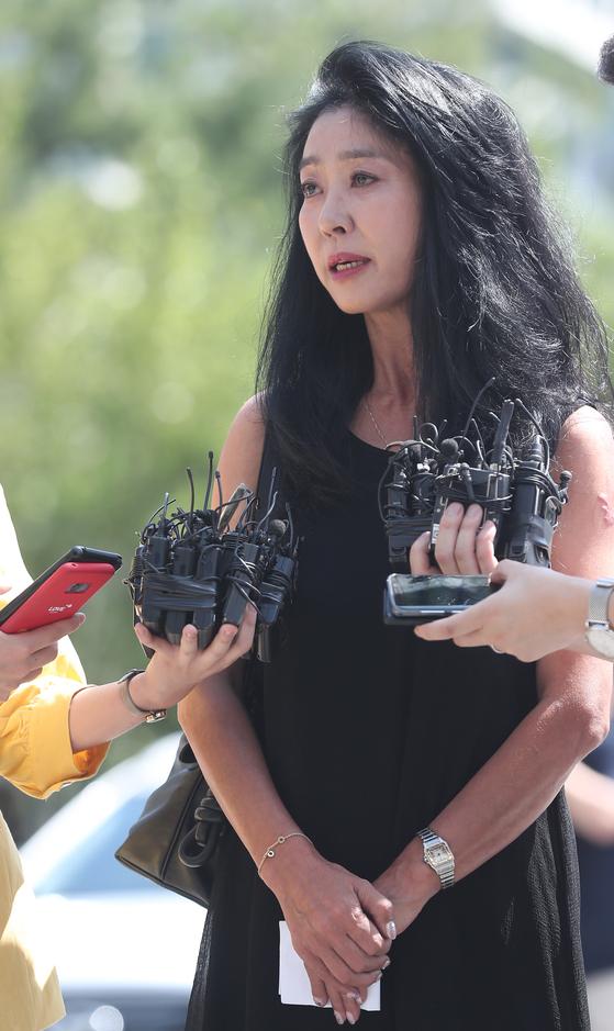 [포토]김부선, '취재진 질문에 성실히 응답