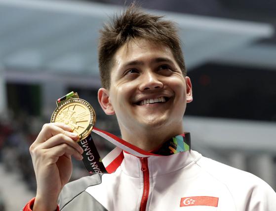 펠프스 꺾은 자신감, AG 2관왕으로 돌아온 싱가포르 수영 영웅