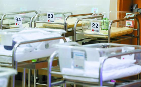 올해 한국은 세계 최초로 출산율이 1명 이하로 떨어질 것으로 예측된다. [연합뉴스]