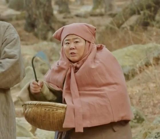 '미스터 션샤인'에서 함안댁으로 출연 중인 배우 이정은. '함블리'가 탄생한 장면이다. [사진 tvN]