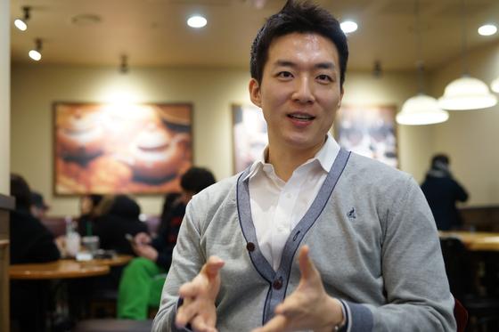 살고 싶어 시작한 다이어트 성공 후 직장생활을 하면서 책 출간, 방송출연 등 제2의 인생을 살고 있는 김수환 차장. [사진 이상원]