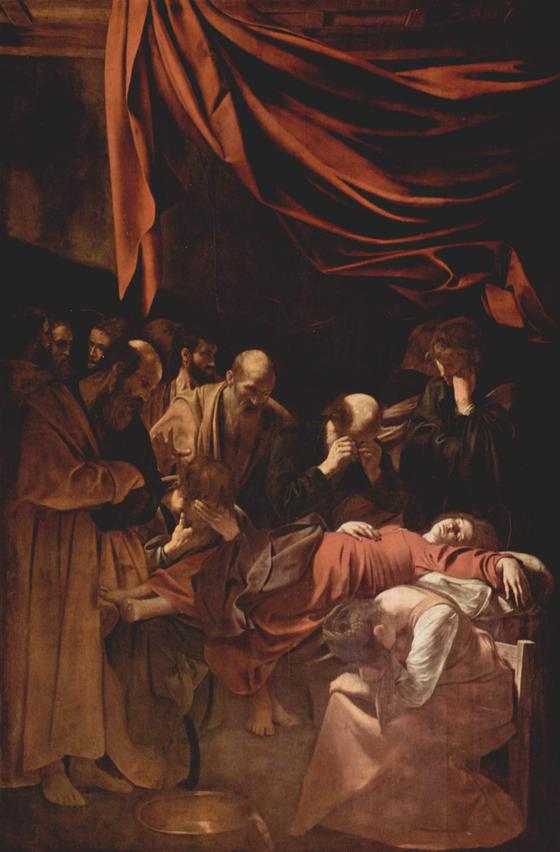 동정녀 마리아의 죽음. 카라바조(미켈란젤로 메리시 다 카라바조)의 작품. 마리아를 익사한 창녀의 모습으로 표현한 당시 카라바조의 표현때문에 교회에 걸리지 못했다. <성모의 죽음(Mort de la Vierge) 1606> 미켈란젤로 메리시 다 카라바조(Michelangelo Merisi da Caravaggio), 루브르 박물관(프랑스) ⓒpublic domain(공개도메인) [출처 wikipedia]